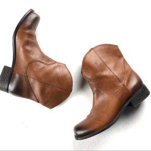 Jessica Simpson Cranaby Boots